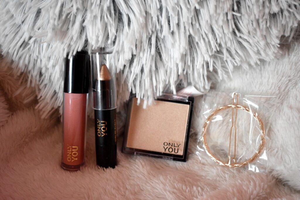 De laatste producten uit de adventskalender van Only you: love at first bite 2020. De adventskalender met producten van het make-upmerk van ICI Paris XL.