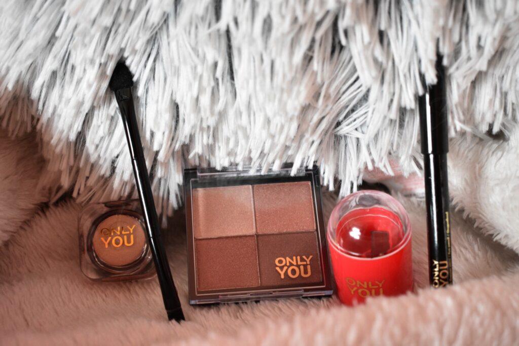 De tweede vijf producten uit de adventskalender van Only you: love at first bite 2020. De adventskalender met producten van het make-upmerk van ICI Paris XL.