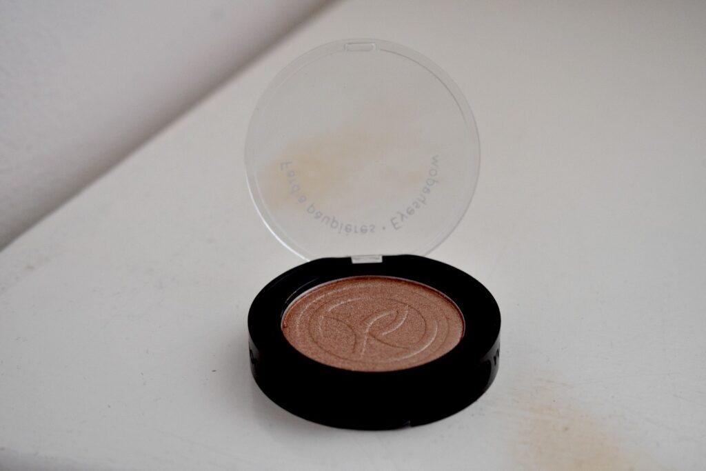 Het tweede product: een oogschaduw